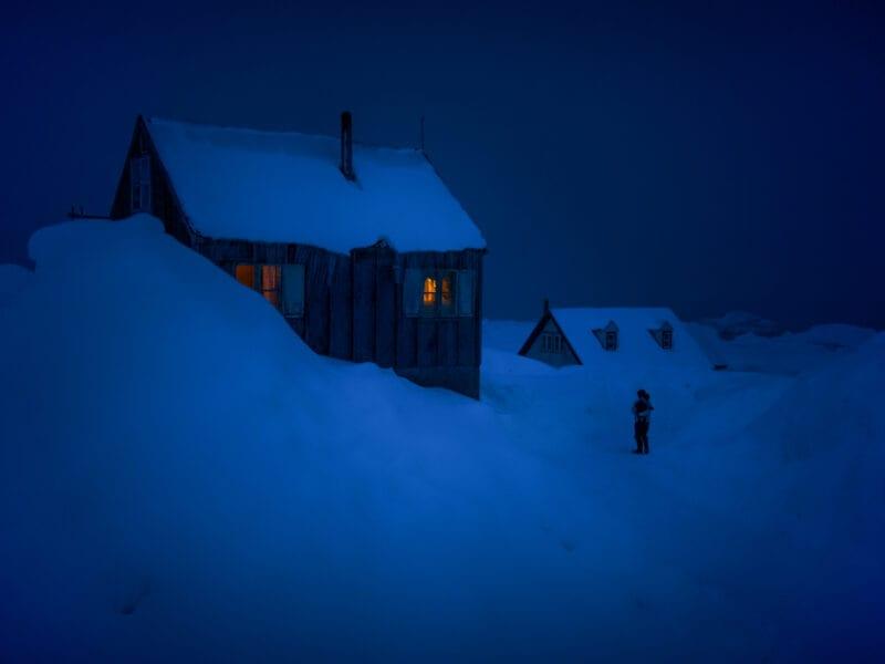 Mann mit Kind: eine kalte Winternacht am Rand des Inlandeises - Ostgrönland