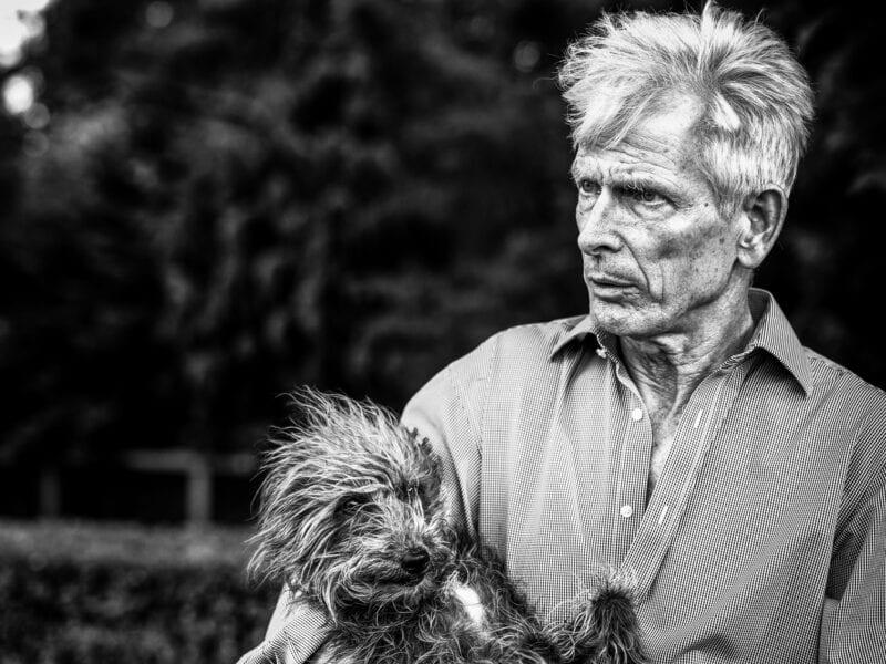 ...Kunsthändler mit Hund, London 2019