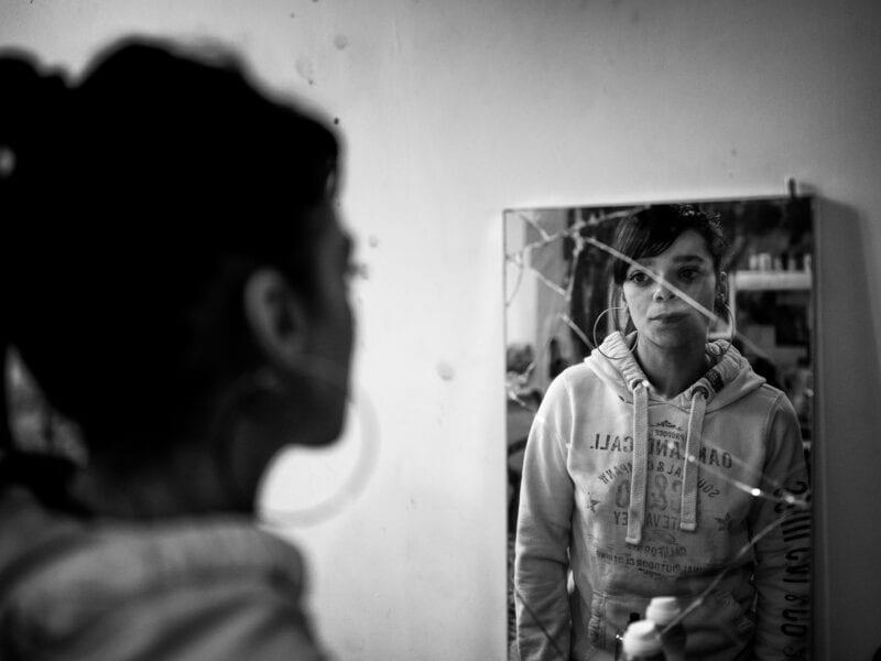 Jayde, mit 21 Jahren ist sie bereits dreifache Mutter. Keines ihrer Kinder lebt bei ihr, weil sie und der Vater ihrer Kinder nicht in der Lage sind, für sie zu sorgen. Paul Collier spricht von einer verlorenen Generation, London 2019