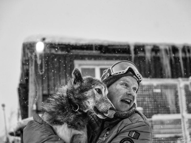 Matts, ein professioneller Musher, der seit mehr als 20 Jahren vom Hundeschlitten-Tourismus lebt, musste während der Pandemie 25 seiner Hunde verkaufen, weil er kaum noch Einnahmen hat.